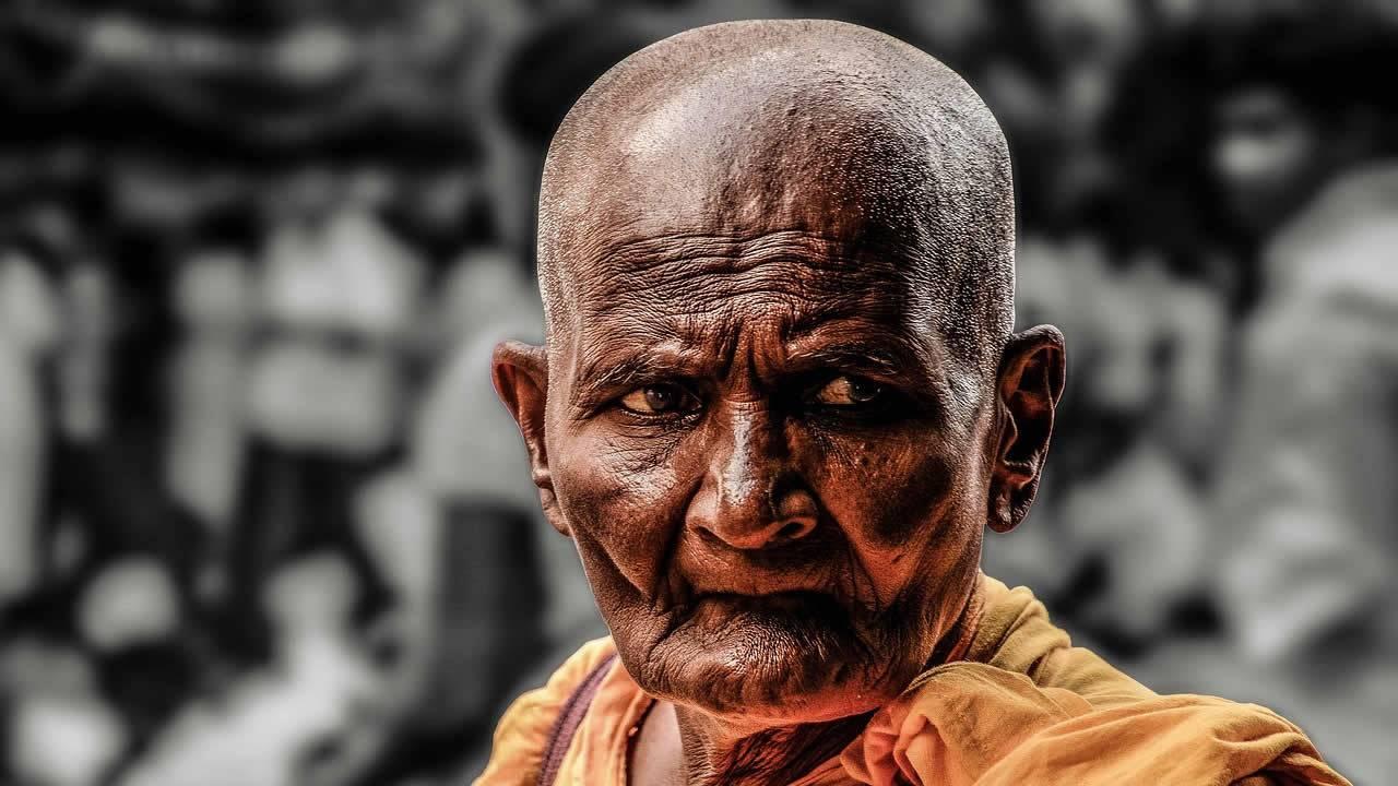 Un monje budista sonríe dos meses después de muerto