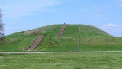 Descubren 200 pirámides bajo EE.UU: Las pirámides de Cahokia
