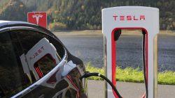 Tesla planea abrir una planta en Chile para aprovechar el Litio