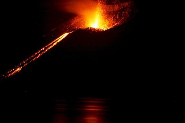 Un estudio científico publicado en la revista Geology sugiere que la actividad volcánica podría aumentar a medida que el planeta se calienta debido al cambio climático causado por los humanos