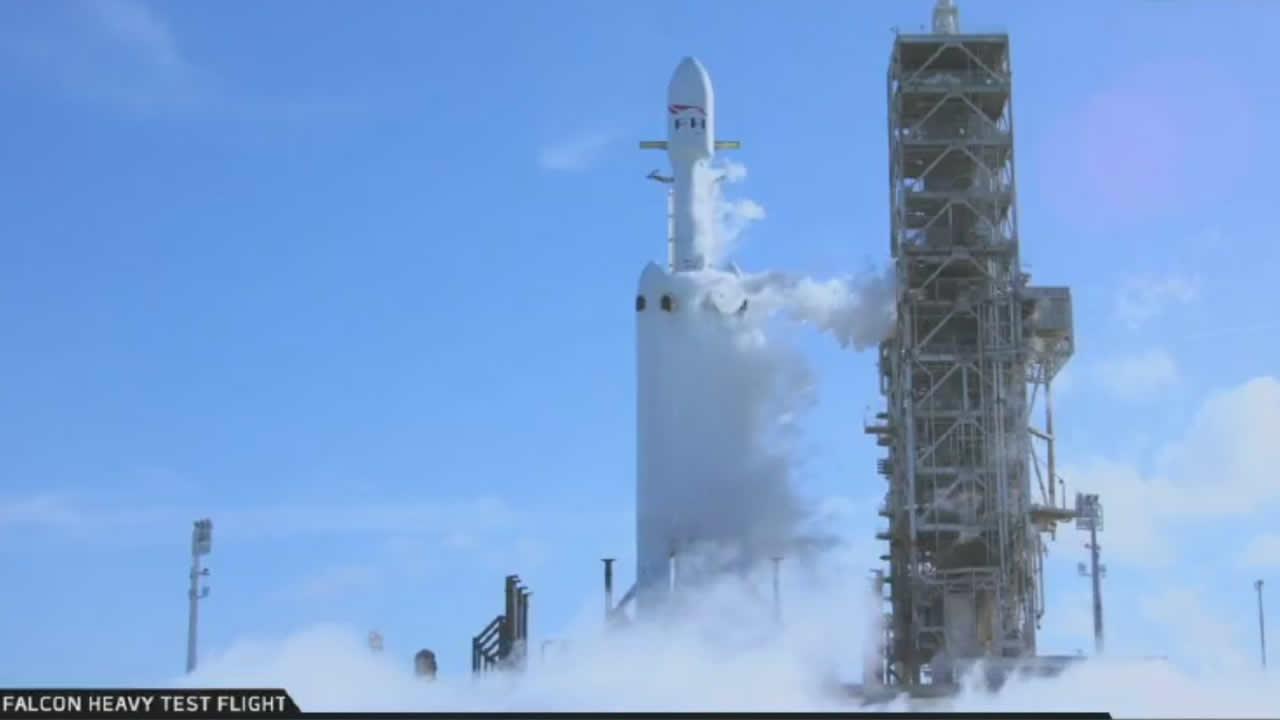 ¡Falcon Heavy es lanzado al espacio!