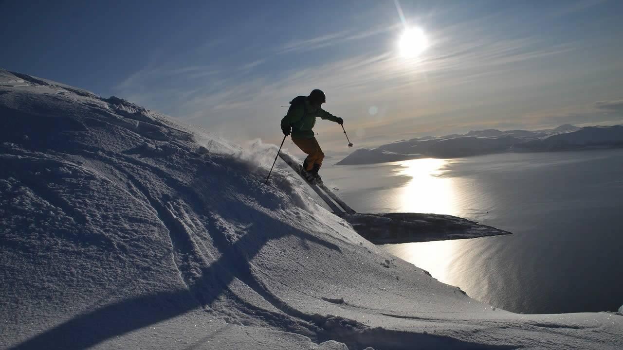 Bombero perdido durante excursión de esquí reaparece a 4.800 km de distancia