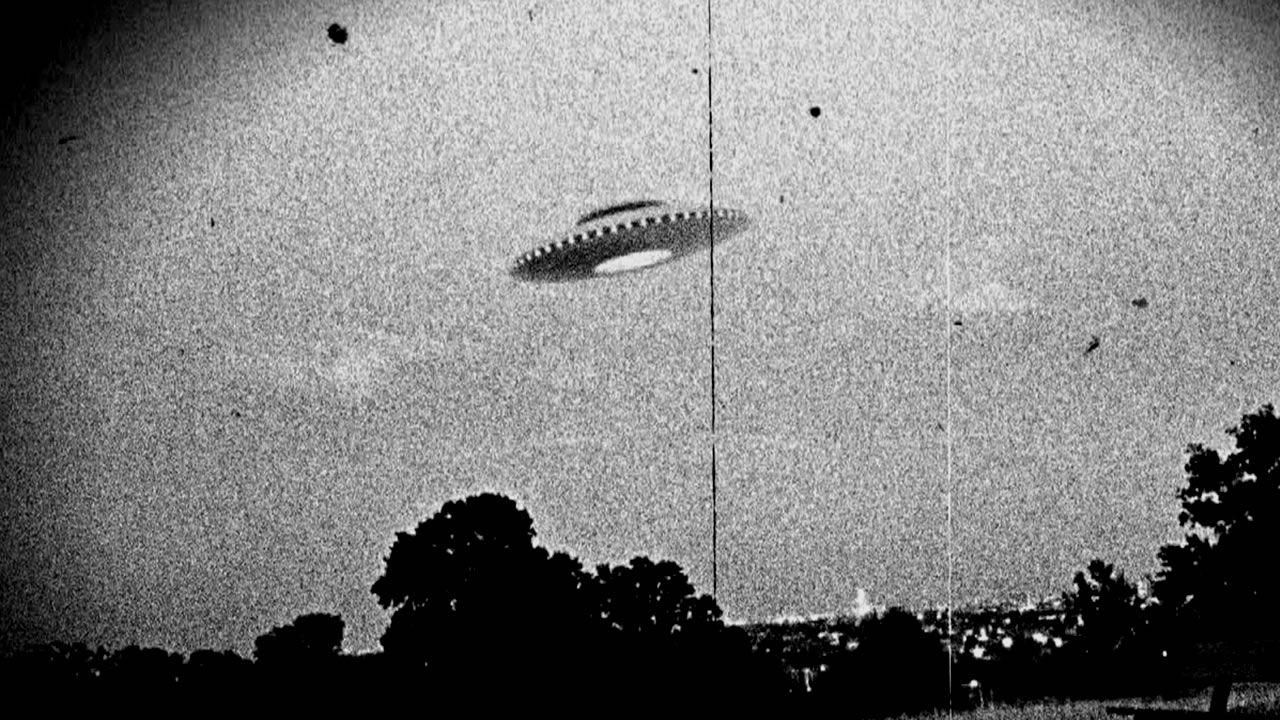 EE.UU. tiene fotos nítidas de OVNIs perseguidos por pilotos militares, dice reconocido investigador