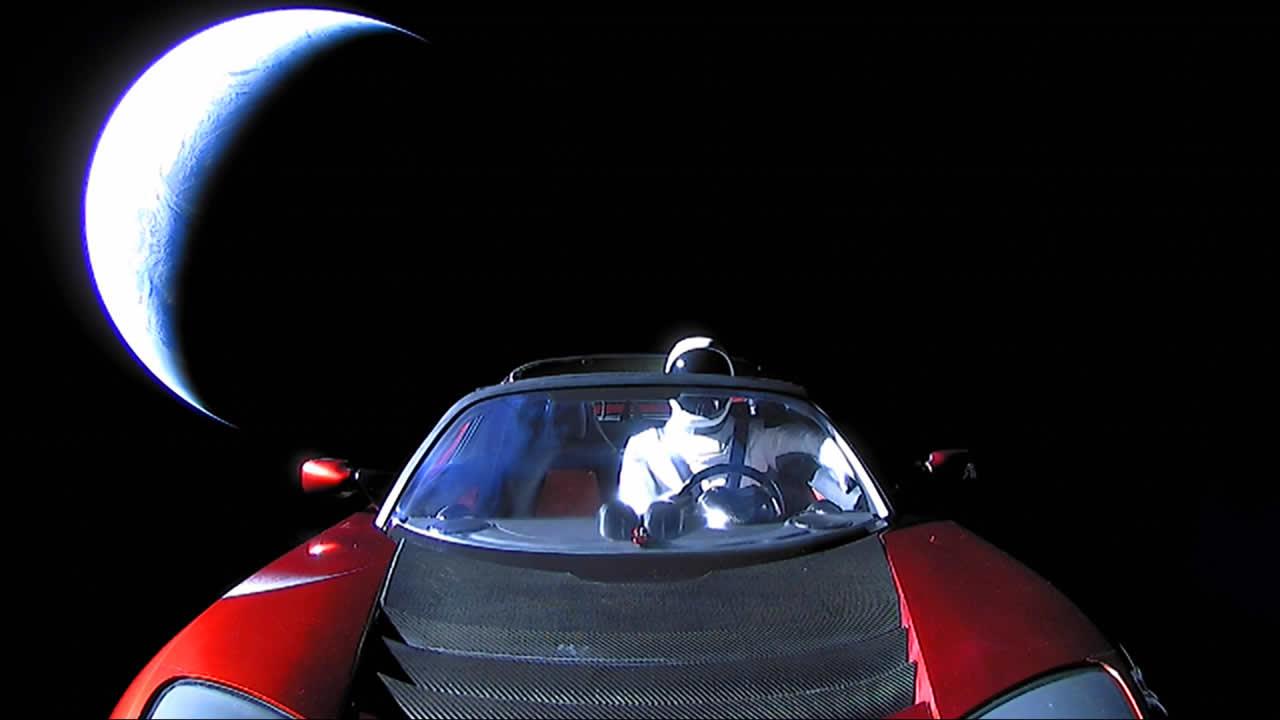 Este 14 de febrero dile «adiós» al Tesla Roadster de Elon Musk