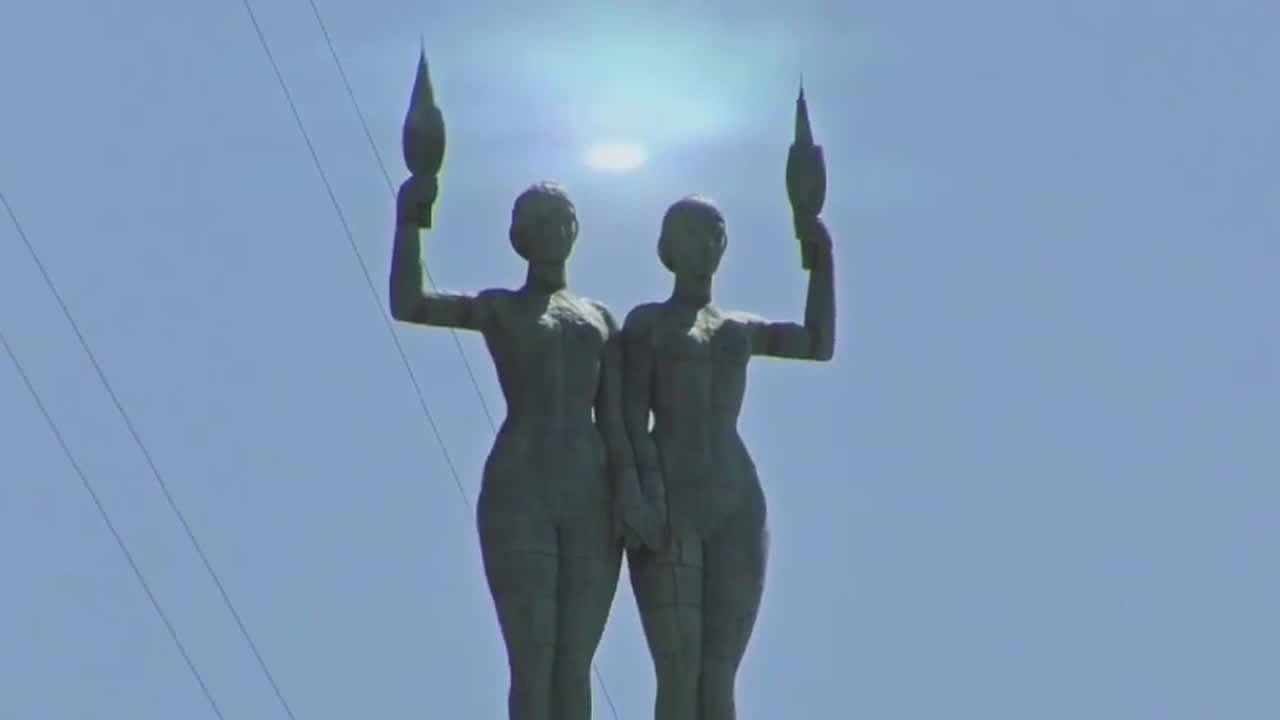 Extraña luz aparece en monumento en Palacio Minetti, Rosario, Argentina