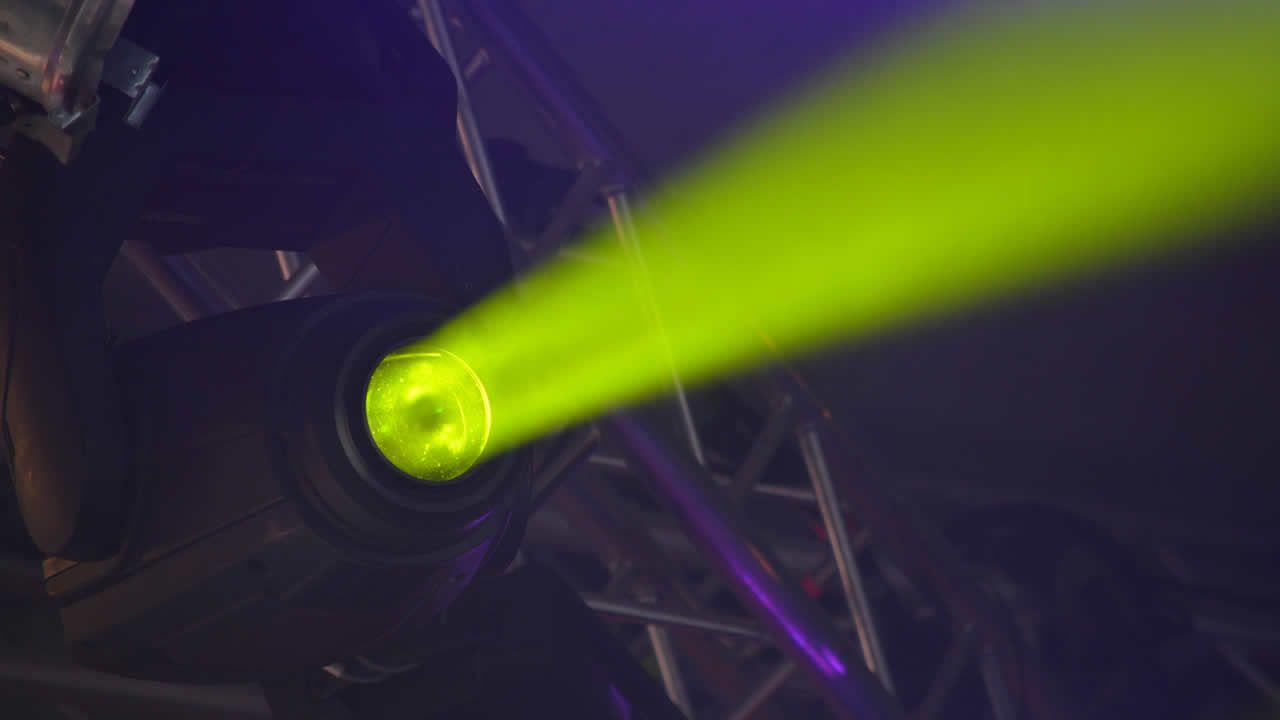 Físicos chinos diseñan el láser más potente del mundo que puede romper el vacío