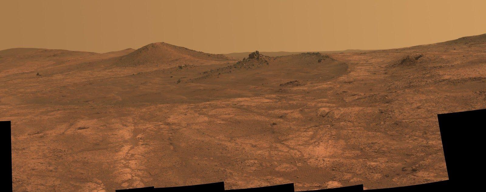 Otra imagen de Marte, donde se muestra un cielo rojizo