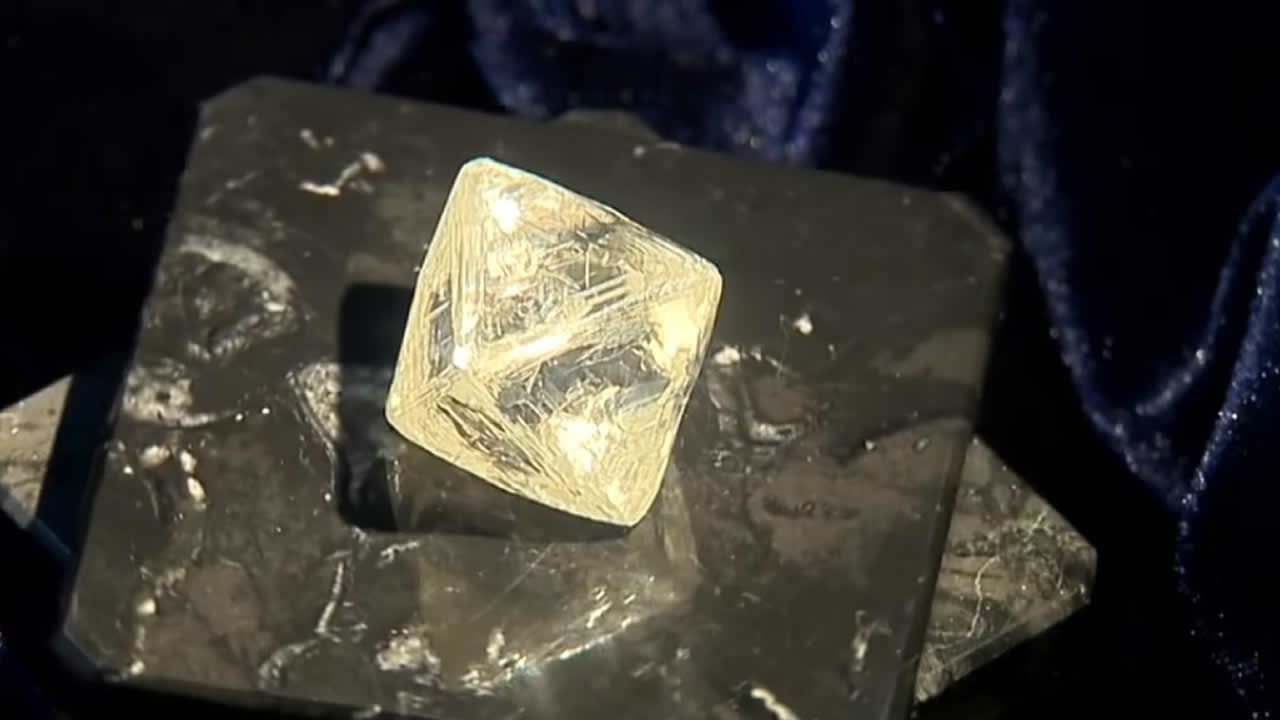 Hallan dos diamantes extremadamente grandes en Rusia