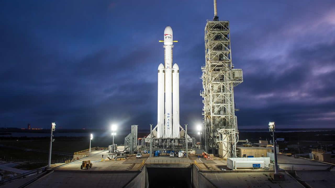Hoy: Falcon Heavy, el cohete más potente del mundo será lanzado con un automóvil Tesla rumbo a Marte