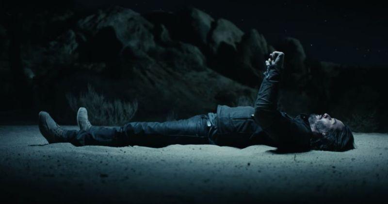 Keanu Reeves en el set del nuevo comercial de Super Bowl para Sqarespace, filmado en el desierto de Mojave.