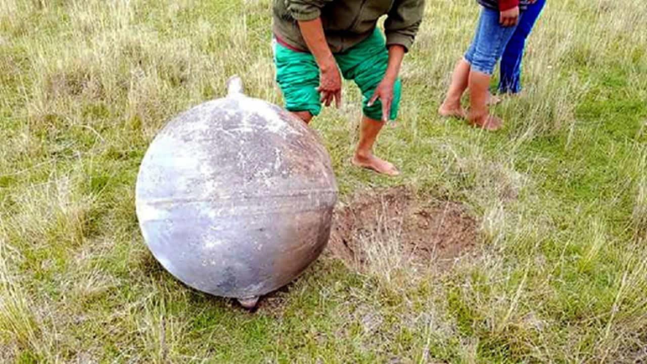 Uno de los objetos que cayó cerca a Azángaro, Puno, Perú