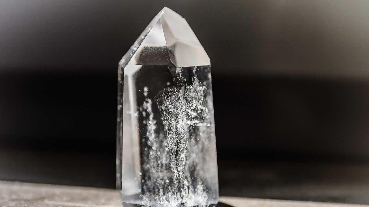 La velocidad de la luz podría reducirse a cero utilizando cristales