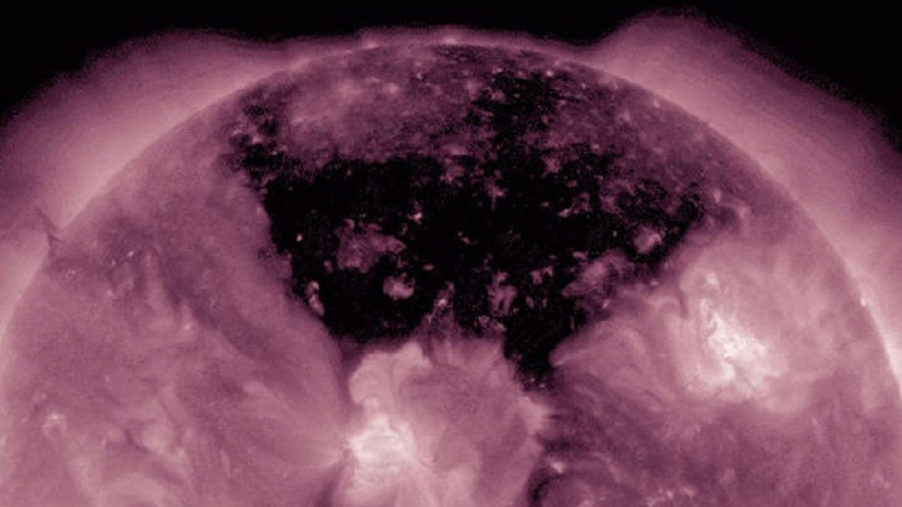La física Claudia Albers afirma que un grupo de estrellas antiguas o muertas están consumiendo la energía del Sol