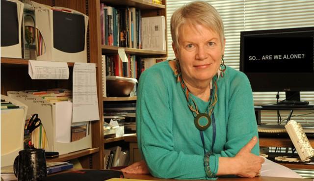 Jill Tarter, es una leyenda viva en la Búsqueda de Vida Extraterrestre. Como ex directora de SETI ha dedicado su vida en desarrollar diversos proyectos para encontrar vida fuera de nuestro planeta