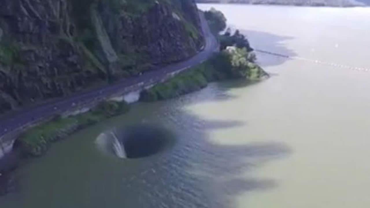 «Portal en el agua» deja sorprendidos a nadadores en lago de de California