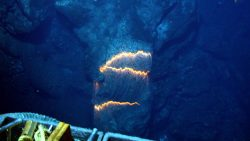 Posible erupción de un volcán submarino en el Caribe desata alerta naranja
