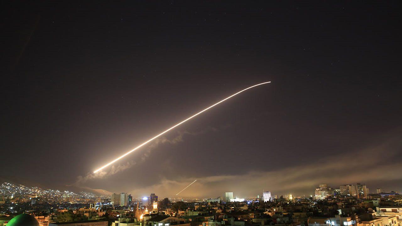 Estados Unidos, Reino Unido y Francia lanzan bombardeo contra Siria