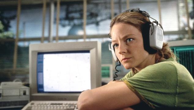 En la película «Contacto», Jodie Foster interpreta a una científica del proyecto SETI, que busca inteligencia fuera de la Tierra. La película se basa en un libro escrito por Carl Sagan