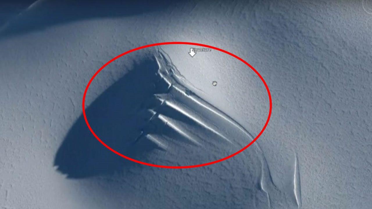 ¿Una antena gigante encontrada en la Antártida?
