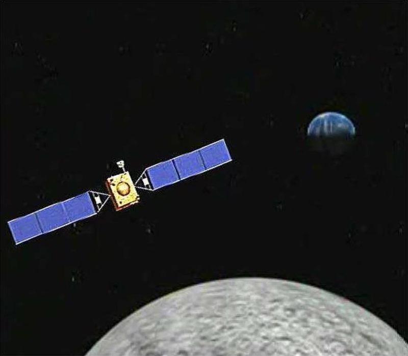 Representación artística del satélite de retransmisión Queqiao de China, que transmitirá datos entre los controladores de la Tierra y el par Changder 4 Lander-Rover de China en el lado opuesto de la luna. Queqiao está programado para lanzarse el 20 de mayo de 2018; mientras que Chang'e 4 despegará en noviembre o diciembre