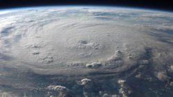 Científicos detectan un rayo de antimateria dentro de un huracán