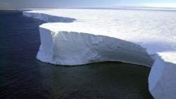 Científicos hallan cadenas montañosas y valles bajo el hielo de la Antártida