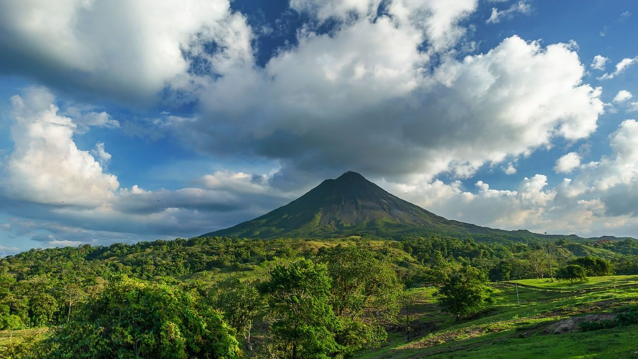 Costa Rica planea eliminar el uso de todos los combustibles fósiles