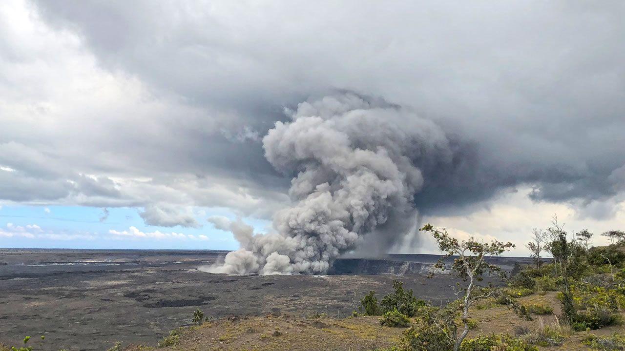 Declaran alerta roja para el volcán Kilauea en Hawaii