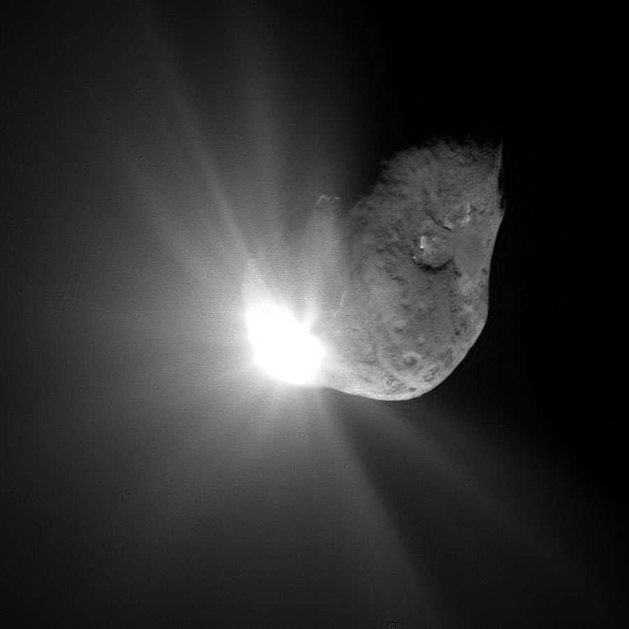 El momento en que el impactador de la misión Deep Impact chocó contra el cometa Tempel 1 en 2005