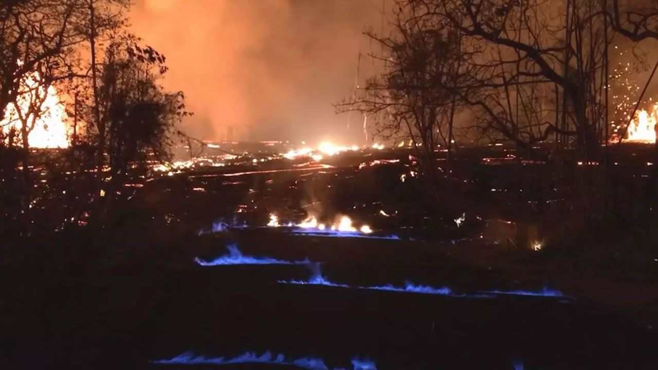 Kilauea: Llamas azules aparecen en calles de Hawaii