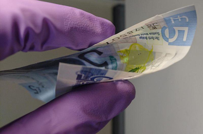 La membrana láser también se puede integrar a un billete, lo que permitirá detectar falsificaciones