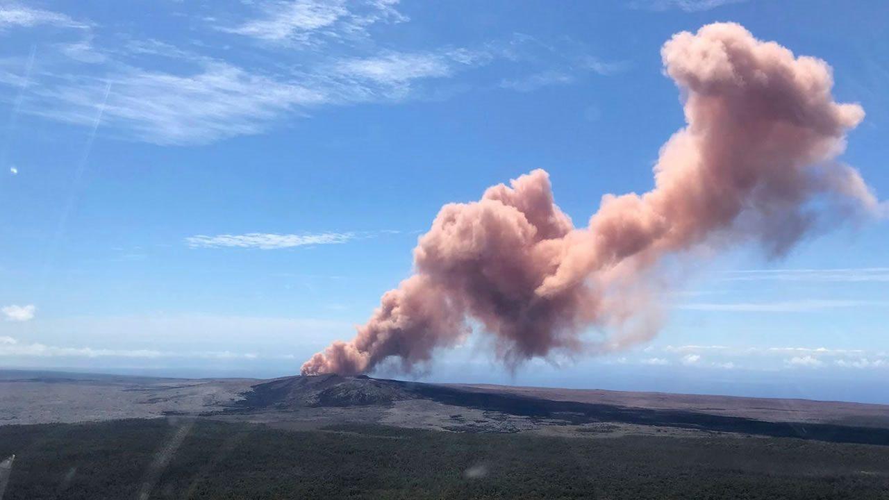Violenta erupción de volcán Kilauea lanza cenizas a 9 kilómetros de altura
