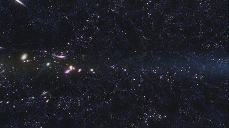 La materia oscura parece extenderse a través del cosmos en un patrón similar a una red, con cúmulos de galaxias que se forman en los nodos donde se cruzan las fibras. Al verificar que la gravedad actúa de la misma forma tanto dentro como fuera de nuestro sistema solar, los investigadores proporcionan evidencia adicional de la existencia de materia oscura y energía oscura