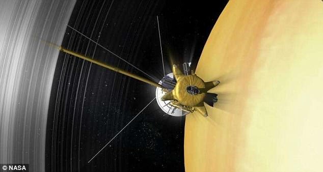El equipo de investigación estudió de cerca las lecturas de los compuestos expulsados de Encélado que fueron recolectados por Cassini.