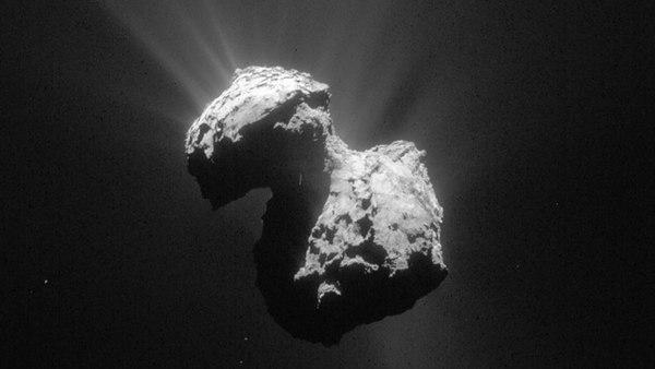 Cometa 67P / Churyumov-Gerasimenko en una fotografía tomada por la nave espacial Rosetta. Los científicos creen que los granos llamados GEMS, que se cree se originaron a partir de los cometas, podrían ser una reliquia polvorienta de antes de la formación de nuestro sistema solar.