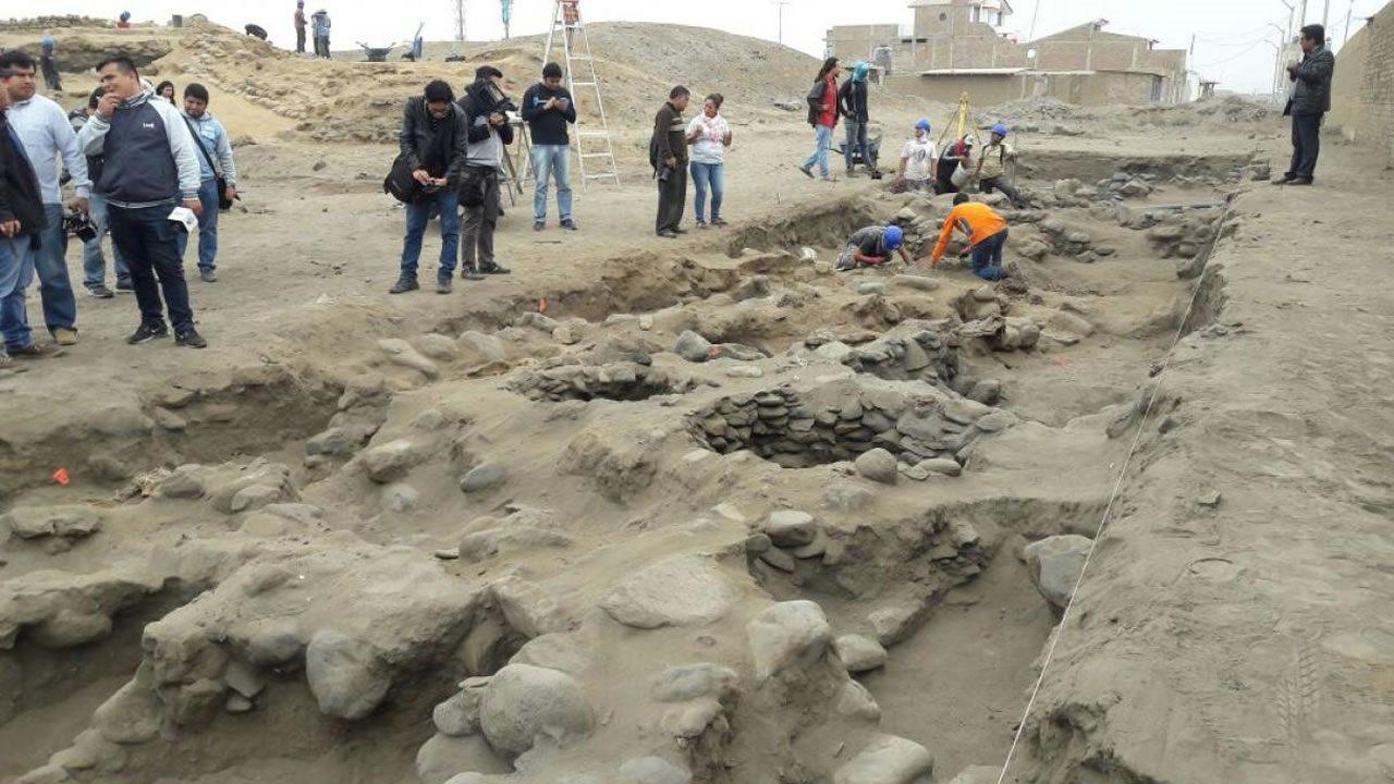 Hallan 56 esqueletos de niños sacrificados hace 600 años en Perú