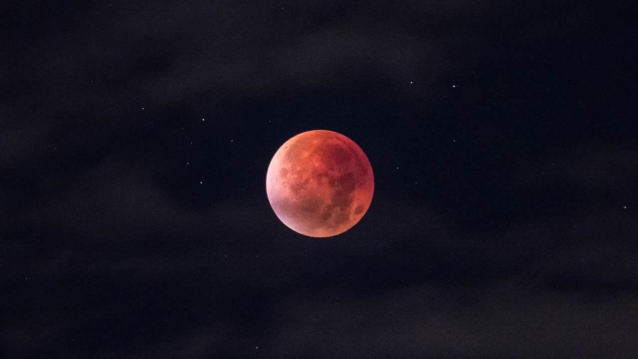 Eventos en el cielo: eclipses y  otros fenómenos planetarios  - Página 22 Luna-de-sangre-se-viene-el-eclipse-lunar-mas-largo-del-siglo-portada