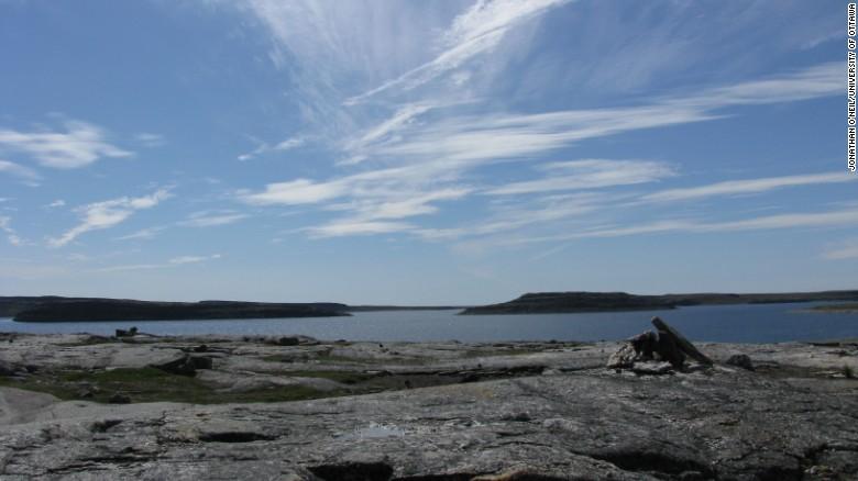 Se han encontrado fósiles antiguos en el cinturón supracrustal de Nuvvuagittuq en Quebec, Canadá.