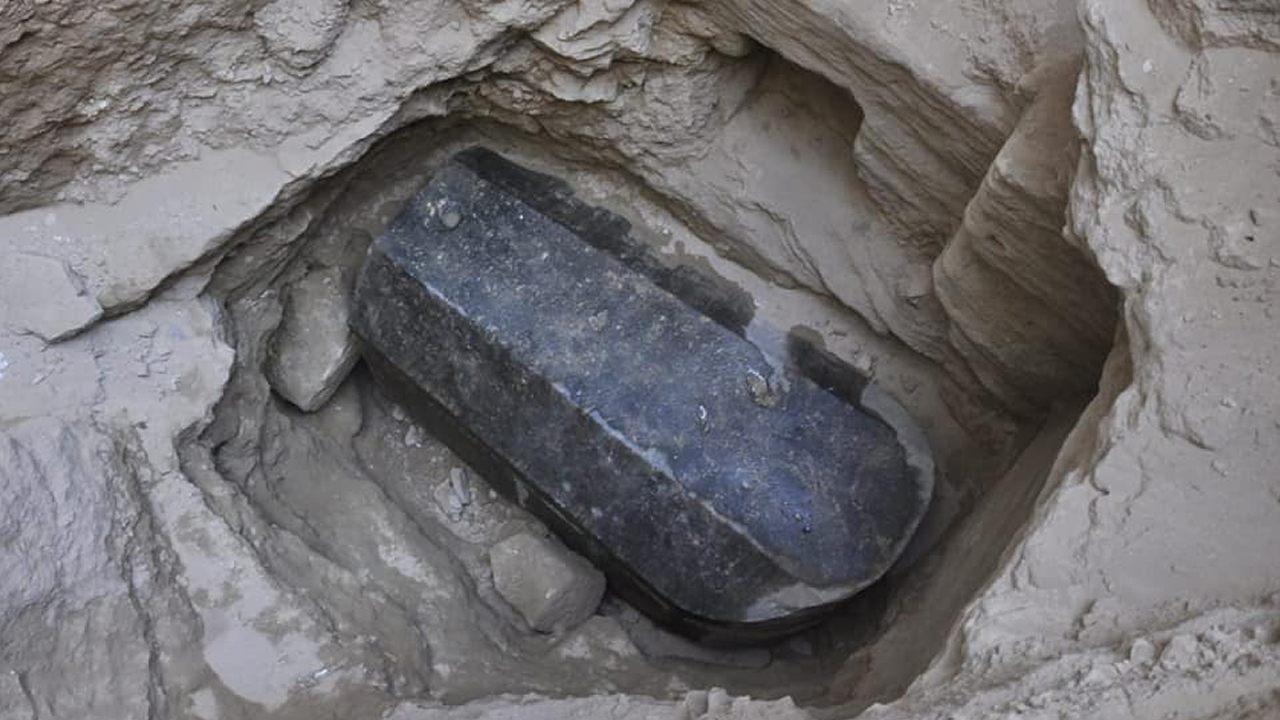 Arqueólogos se preparan para abrir el gigantesco sarcófago hallado en Egipto