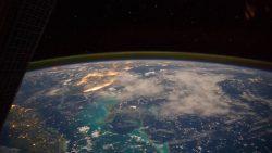 Astrofísico de Harvard dice que el espacio exterior está más cerca de lo que pensamos