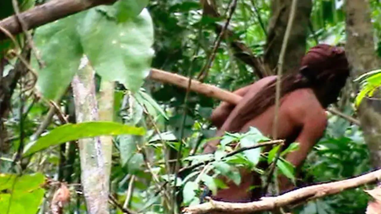 Graban en vídeo al último miembro de una tribu amazónica