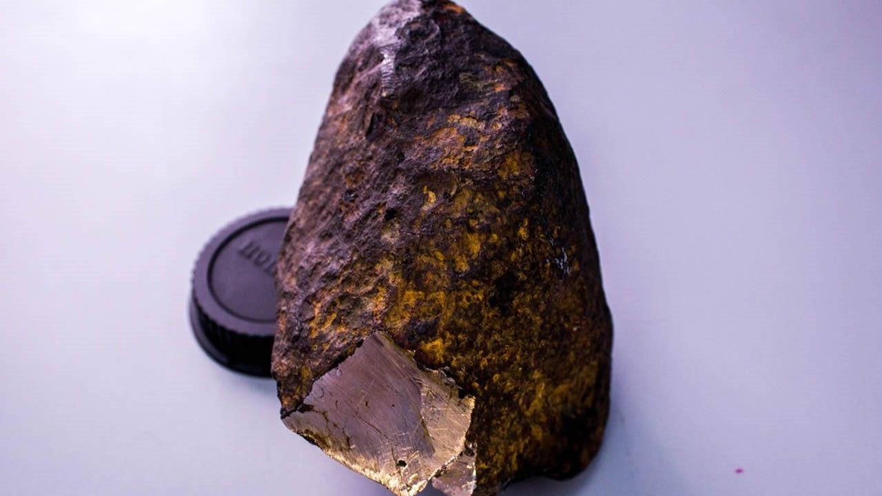 Hallan un mineral desconocido en el interior de un meteorito caído en Rusia