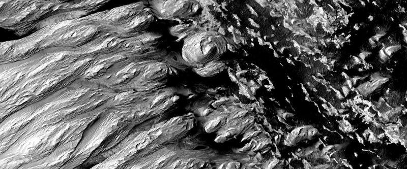 Una parte de la Formación Medusae Fossae en Marte que muestra el efecto de miles de millones de años de erosión. La imagen fue adquirida por la cámara HiRISE (High Resolution Imaging Science Experiment) a bordo del Mars Reconnaissance Orbiter.