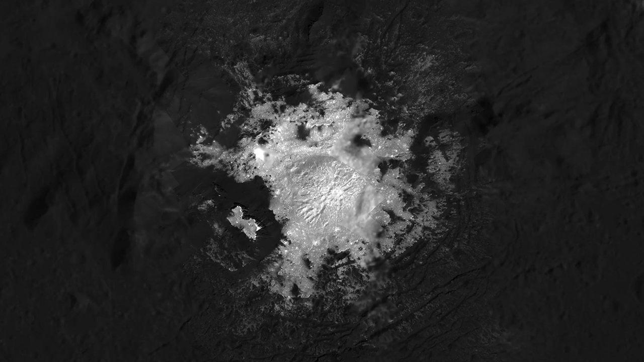 Nunca viste los puntos de Ceres brillando tan cerca como en estas imágenes