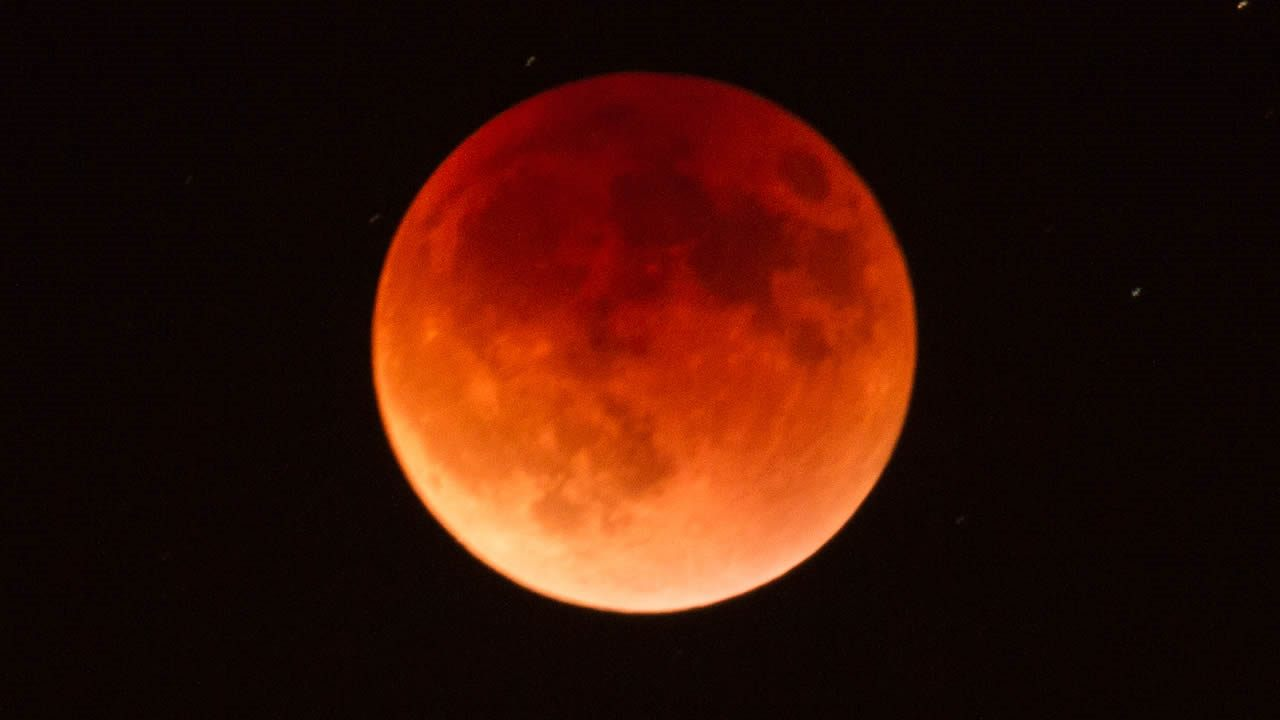 ¿Por qué el eclipse de este viernes será el más largo del siglo?