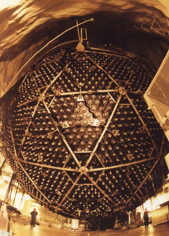 El Observatorio de Neutrinos de Sudbury se encuentra a 2.100 metros bajo tierra en una mina en Canadá.