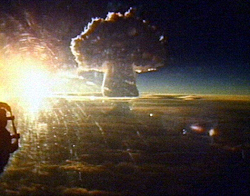 La nube de hongo causada por la prueba nuclear del Tsar Bomba de 57 megatones de la Unión Soviética