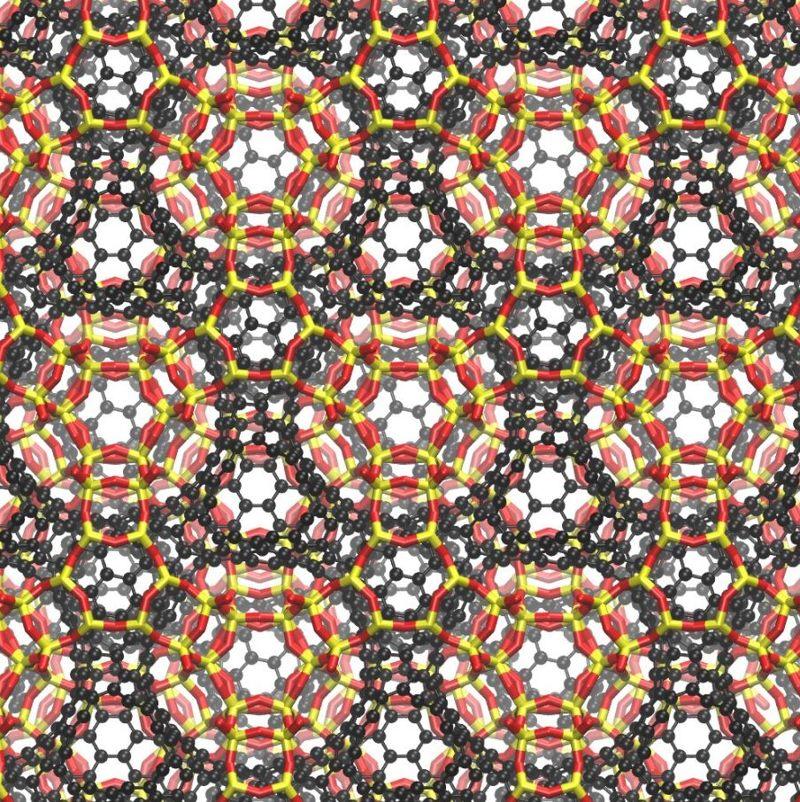 Schwarzite. Las esferas negras son átomos de carbono depositados, las cintas amarillas son átomos de silicio de zeolita y las cintas rojas son átomos de oxígeno de zeolita