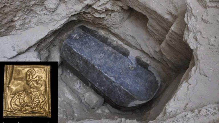 El sarcófago negro de Alejandría también posee algunas inscripciones de oro