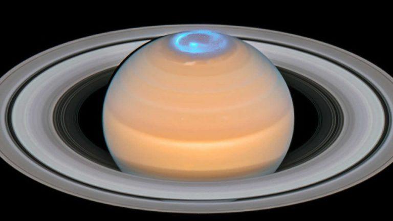Estas fotografías de las auroras de Saturno entregadas recientemente por Hubble son realmente impresionantes